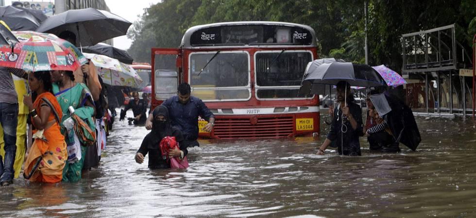 LIVE | Monsoon hits Mumbai, flights diverted, trains running late