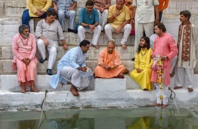 Sampark For Samarthan: Yogi Adityanath visits Varanasi, meets eminent people