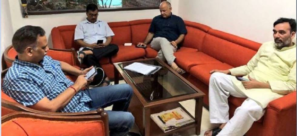 Kejriwal, Sisodia, AAP ministers stage sit-in at LG office (Photo Source: Twitter)