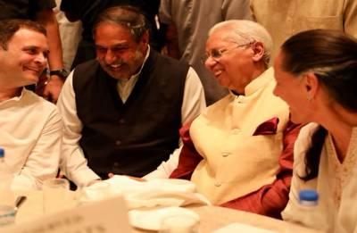 Pranab Mukherjee, Manmohan Singh attend Rahul Gandhi's Iftar party