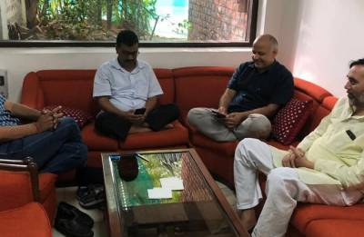 Manish Sisodia on hunger strike as AAP sit-in at L-G house enters day 3