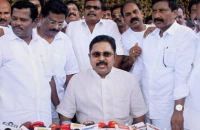 Split verdict in AIADMK MLAs disqualification case, matter to be heard by larger bench