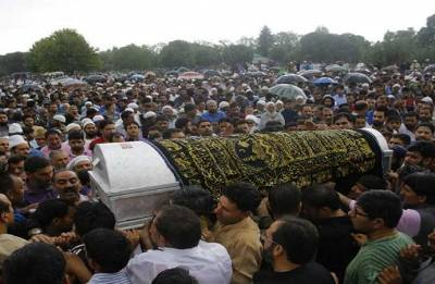 Thousands bid tearful farewell to Shujaat Bukhari amid pouring rain; J-K Police arrests one suspect