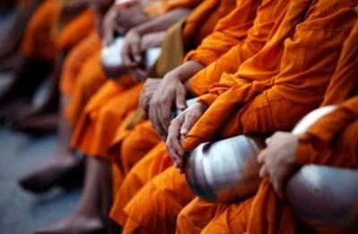 Monk's prison uniform sparks protest in Sri Lanka