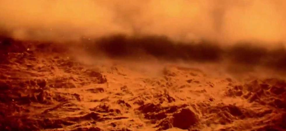 NASA's Curiosity rover has captured pictures of a dust storm in Mars over the last two weeks
