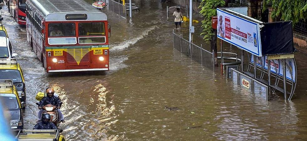 Heavy showers pound Mumbai; 3 killed in rain-related incidents (Photo Source: PTI)