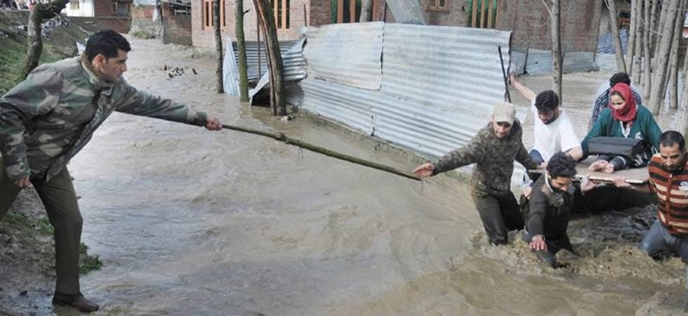 Flood alert in Jammu and Kashmir as Jhelum flows above critical mark (Photo: Twitter/WajahatFarooqbt)