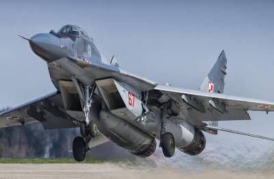 Polish MiG-29 jet crashes; fighter pilot dies