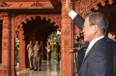 South Korean Prez Moon Jae-in visits Akshardham temple in Delhi