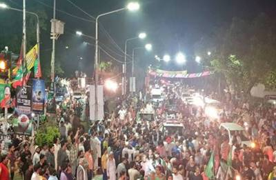 Clashes between police and PML-N workers in Pakistan after Nawaz Sharif's arrest