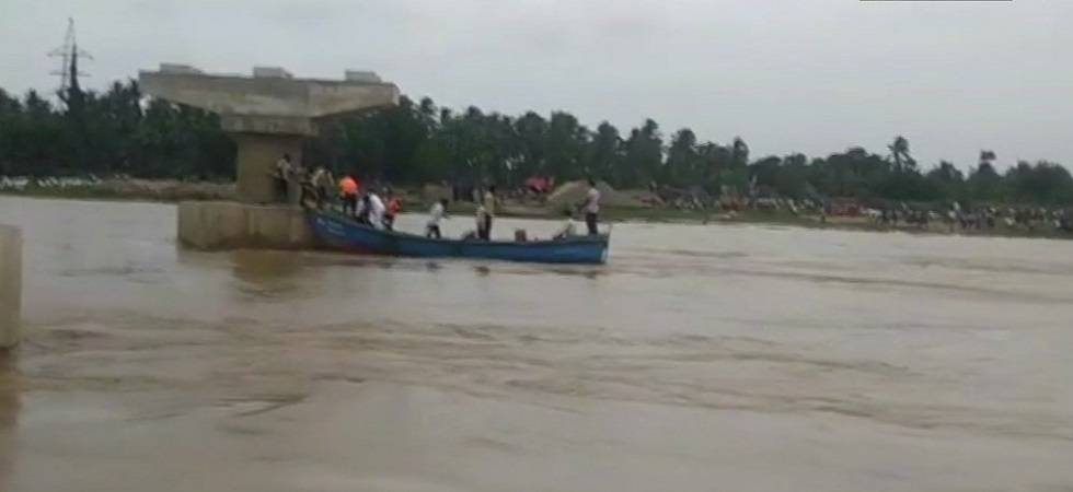 Andhra Pradesh: Rains hinder rescue operations to trace 7 missing in East Godavari boat capsize (Photo: Twitter/ANI)