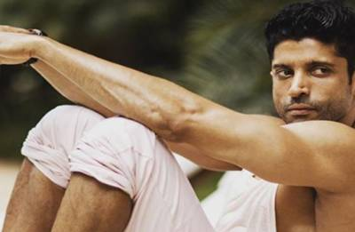 Farhan Akhtar looks smoking HOT after physical transformation