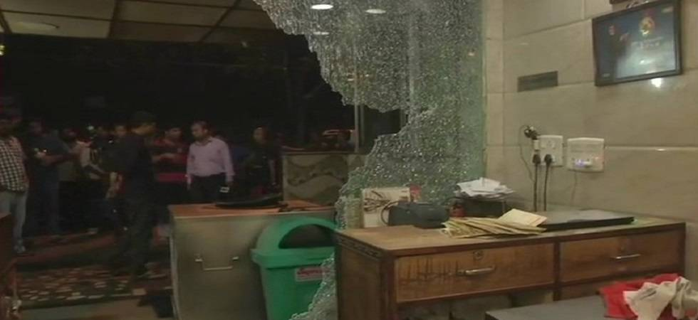 South-east Delhi restaurant vandalised by delivery boys (Photo: Twitter/ANI)