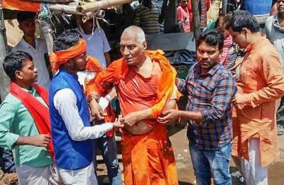 Swami Agnivesh 'thrashed' by BJP Yuva Morcha; probe ordered