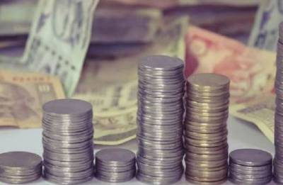 Rupee rises 12 paise to 68.33 on sustained dollar-selling