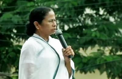 Mamata Banerjee calls for 'Dharmatala Chalo' at Shahid Divas rally