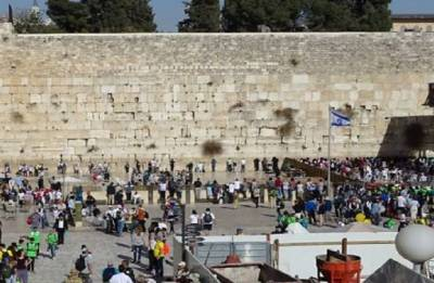 Stone from Jerusalem's Western Wall crashes into prayer area