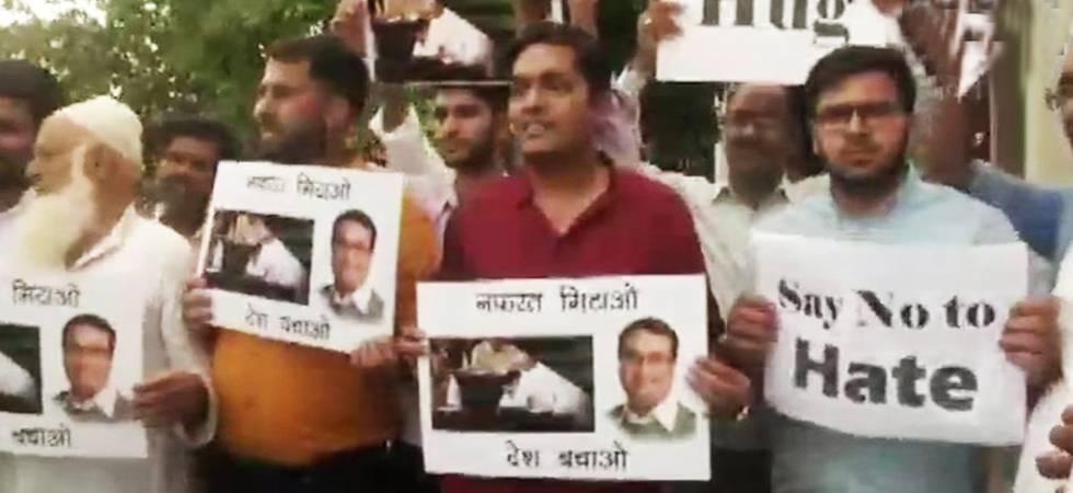 Rahul Gandhi's 'hugplomacy' hits streets of Delhi (Photo: ANI Twitter)