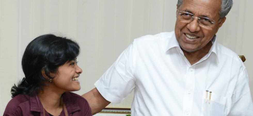 Hanan Hamid with Kerala Chief Minister Pinarayi Vijayan (Photo: Twitter)