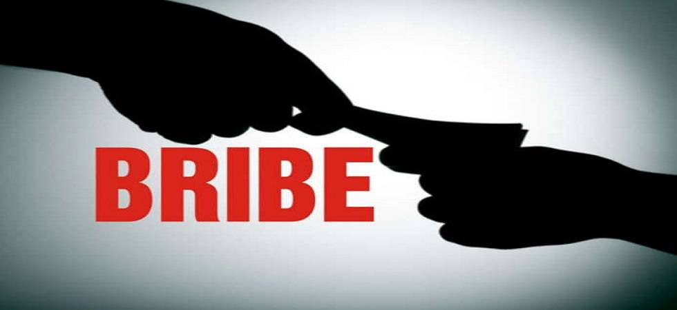 Bihar: BDO caught red-handed taking bribe (Representational Image)