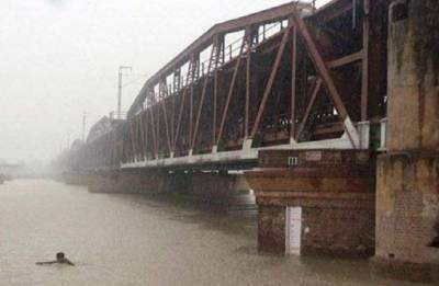 Old Yamuna bridge reopens