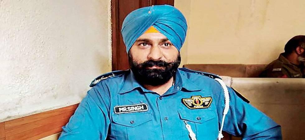 Gulab Singh, Pakistan's 1st Sikh cop (Photo- Twitter/Pind Thatta)