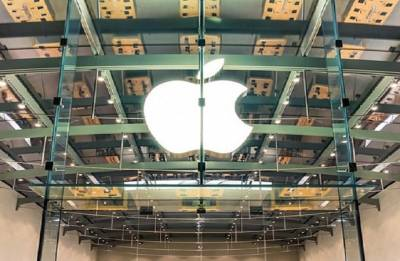 Apple becomes first company to reach $1 trillion