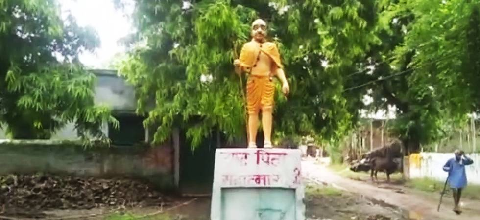 Uttar Pradesh: Mahatma Gandhi's statue becomes victim of 'saffronisation' in Shahjahanpur (Photo: ANI Twitter)