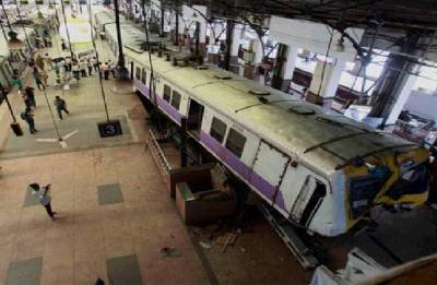 Woman commits suicide by jumping in front of train