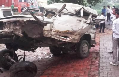Five killed, seven injured as jeep rams into truck in Uttar Pradesh