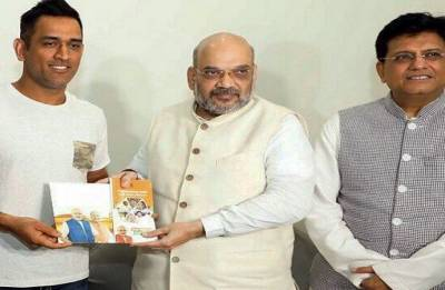 Amit Shah meets MS Dhoni for BJP's Sampark for Samarthan programme