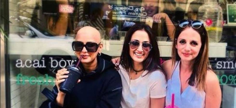 Actor Sonali Bendre with Suzanne Khan and Gayatri Oberoi (Photo: Instagram/Sonali Bendre)