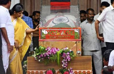 Karunanidhi Funeral | An era ends as Kalaignar is laid to rest at Marina Beach in Chennai
