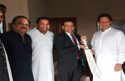 Indian envoy to Pakistan Ajay Bisaria discusses India-Pakistan ties with Imran Khan