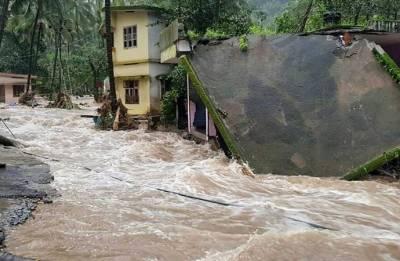 Navy put on alert as heavy rains lash Kerala, claim 28 lives