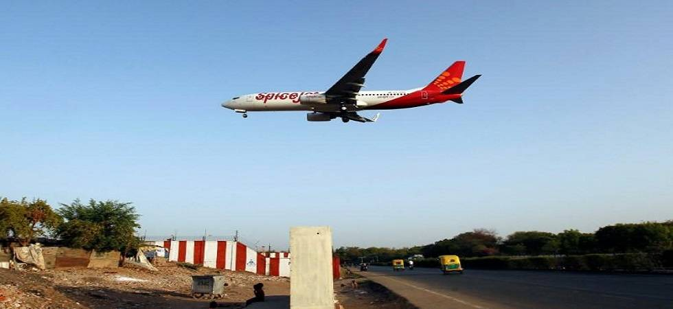 SpiceJet poses net loss ( Photo: Twitter/ @forexcommentary )