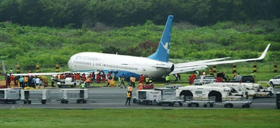 Chinese plane slides off Manila runway causing flight delays (Photo: Twitter)