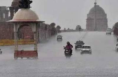 Heavy rains lash Delhi, cools national capital