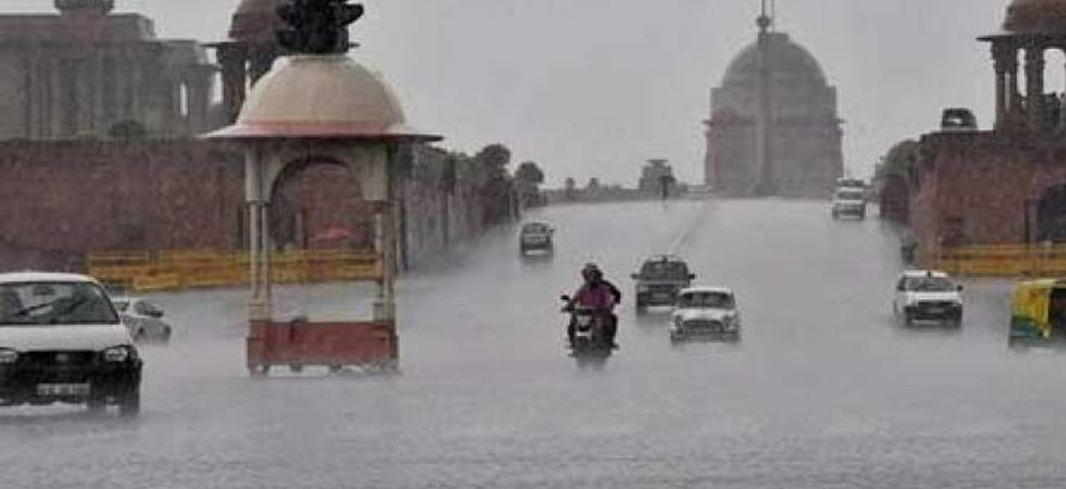Light to moderate rain cools national capital (Photo: PTI)