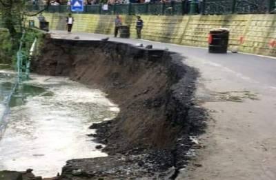 Uttarakhand: Part of mall road sinks into Naini lake