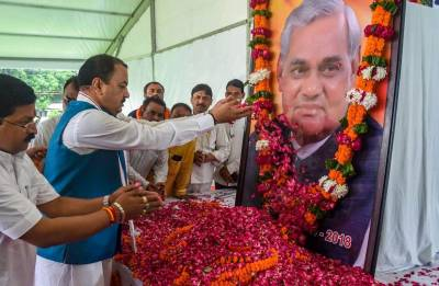 Azam Khan takes a dig at Vajpayee's Asthi Kalash Yatra, says 'would like to die today to get so much respect'