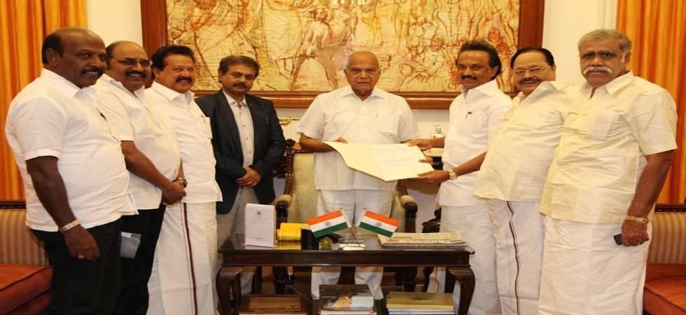 Congress chief Rahul Gandhi and West Bengal Chief Minister Mamata Banerjee congratulate new Dravida Munnetra Kazhagam president Stalin (Photo:Twitter)