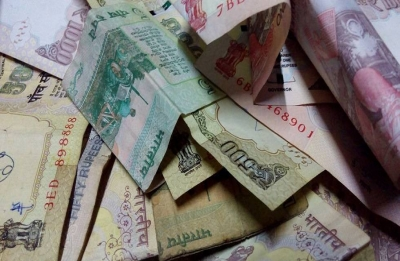 Rupee falls 22 paise to 70.32 against US dollar