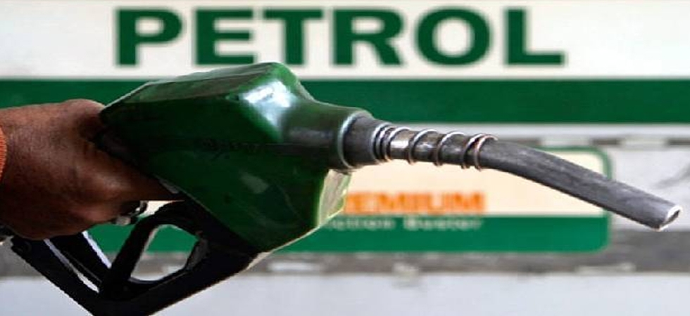Petrol, diesel prices continue to soar for fifth day; Diesel close to 70-mark in Delhi (File Photo)