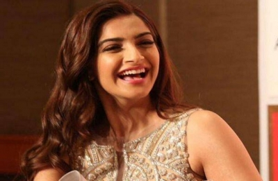 Writers true rockstars of cinema: Sonam Kapoor