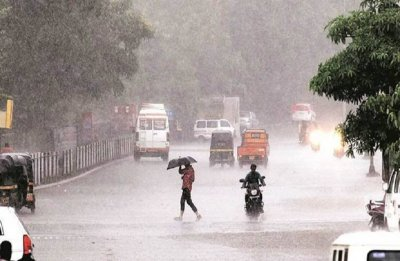 Delhi weather: Heavy rainfall lashes National Capital, commuters severely affected