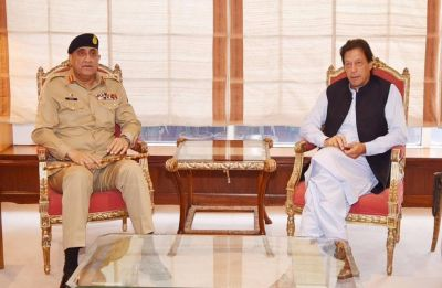 Pakistan Army Chief Bajwa calls on Imran Khan ahead of Mike Pompeo's visit
