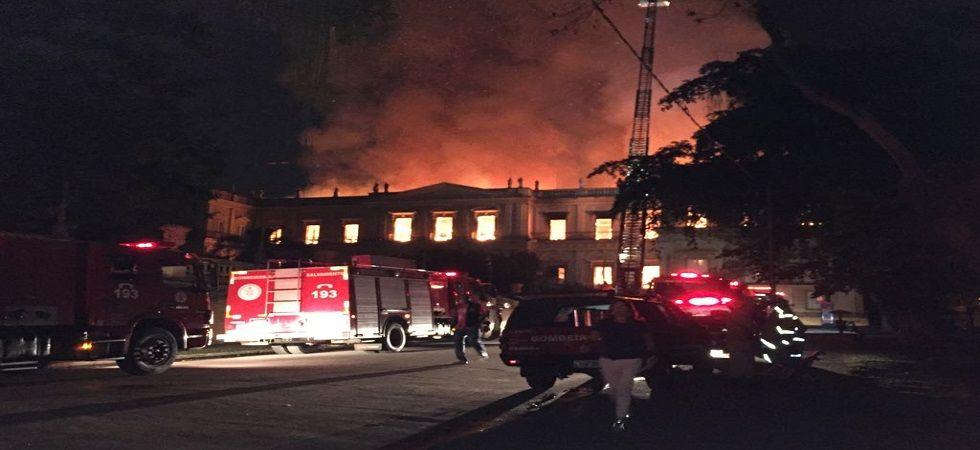 Massive fire hit Brazil's 200-year old National Museum in Rio de Janeiro (Photo- Twitter/@IsabellaShira)