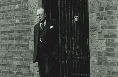 Winston Churchill portrait may fetch $ 25,000 at auction