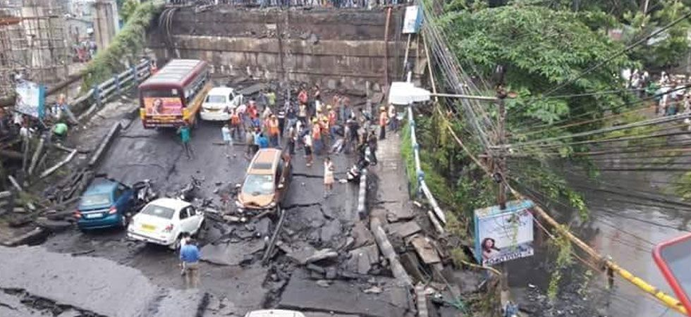 Majerhat bridge collapses in South Kolkata leaving many trapped (Photo: Newsnation.in)